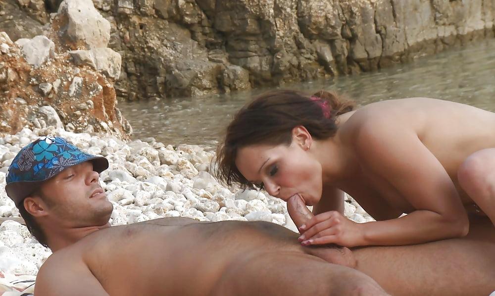 на диком пляже муж с женой соблазнили друга - 1