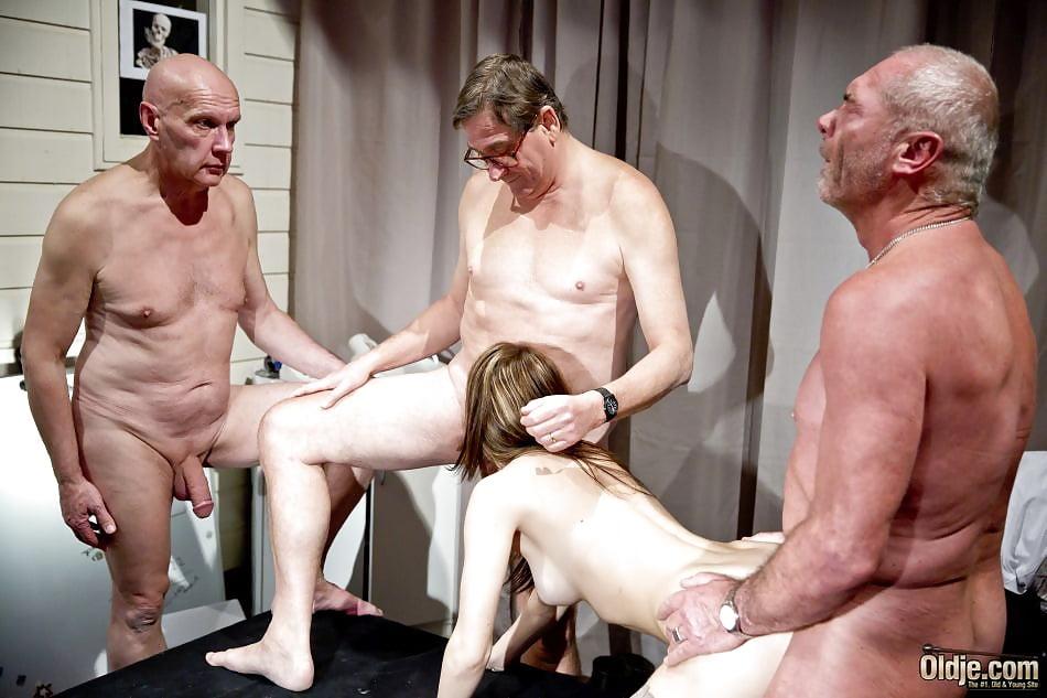 gruppa-starikov-i-shlyuha-porno-roliki