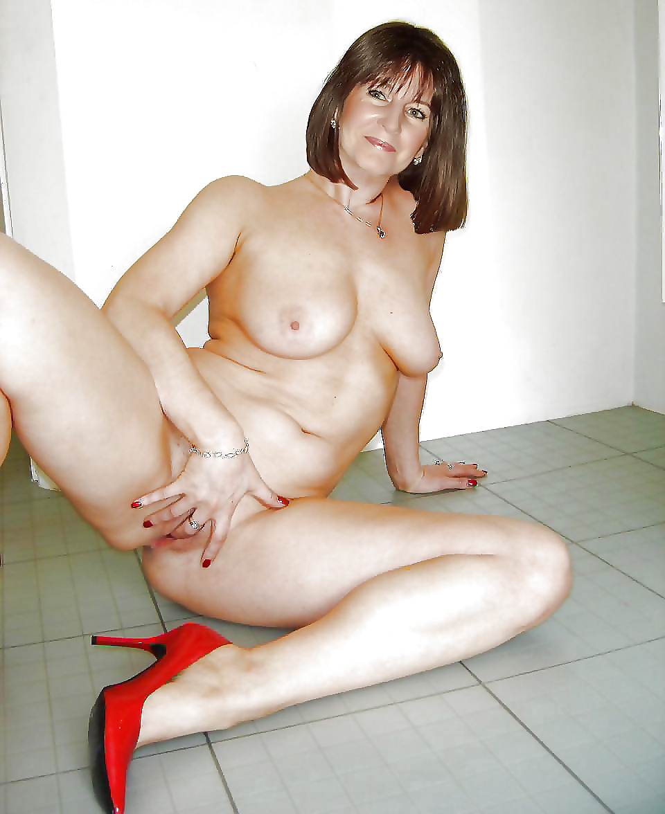 mature-moms-sexy-photo-shoot