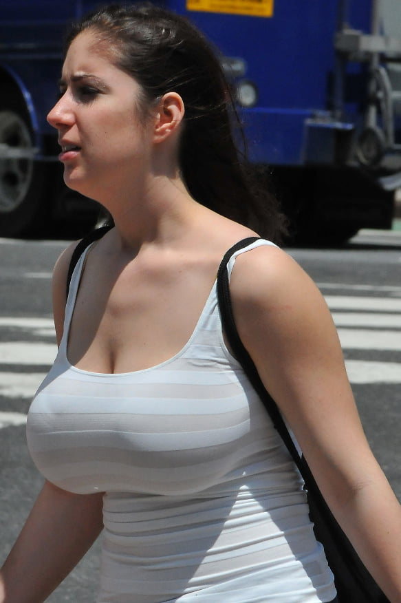 girls-candid-breasts