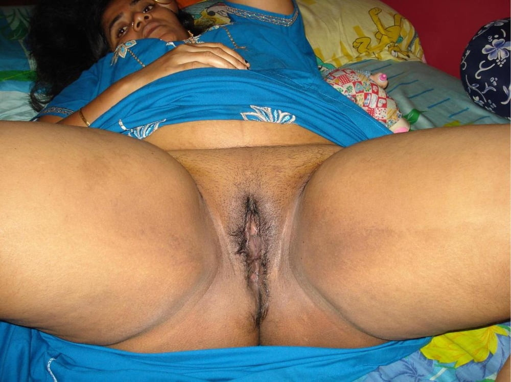 Desi indian aunty put off nighty and show nude figure