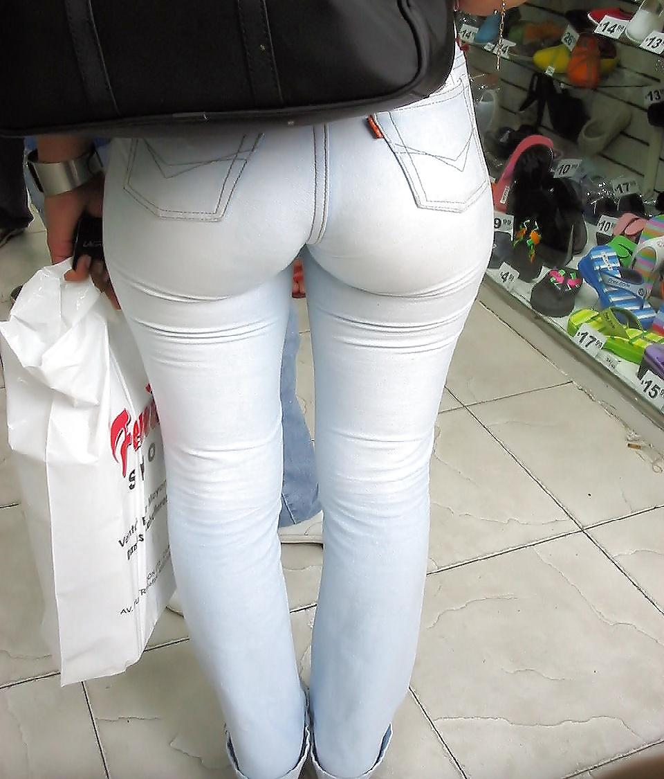 Трусики пирсинг попки в белых джинсах фото мамки