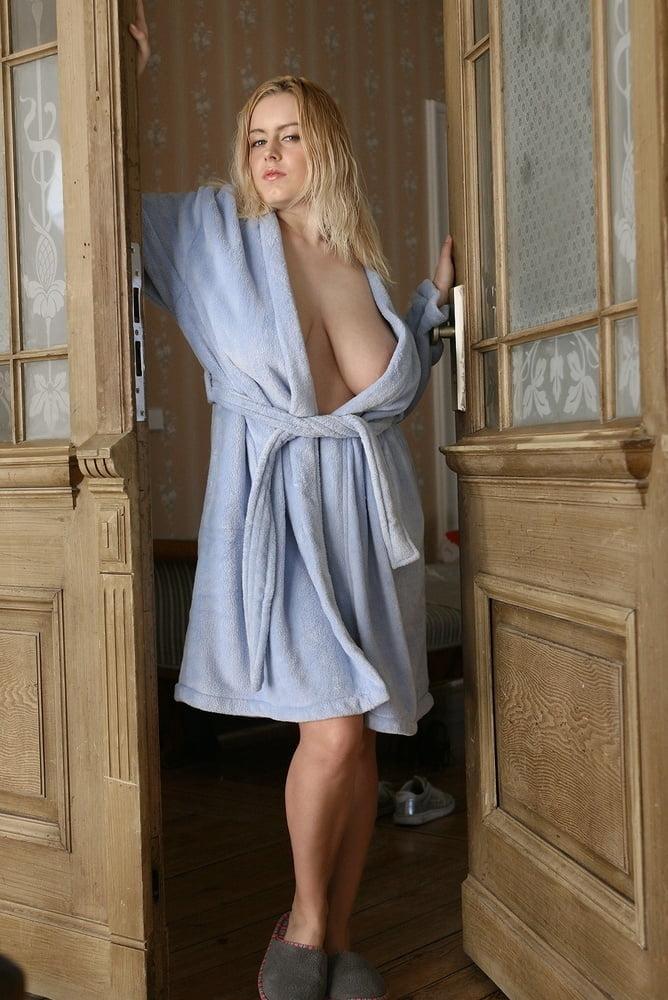 грудь выглядывает полы халата фото как преимущества
