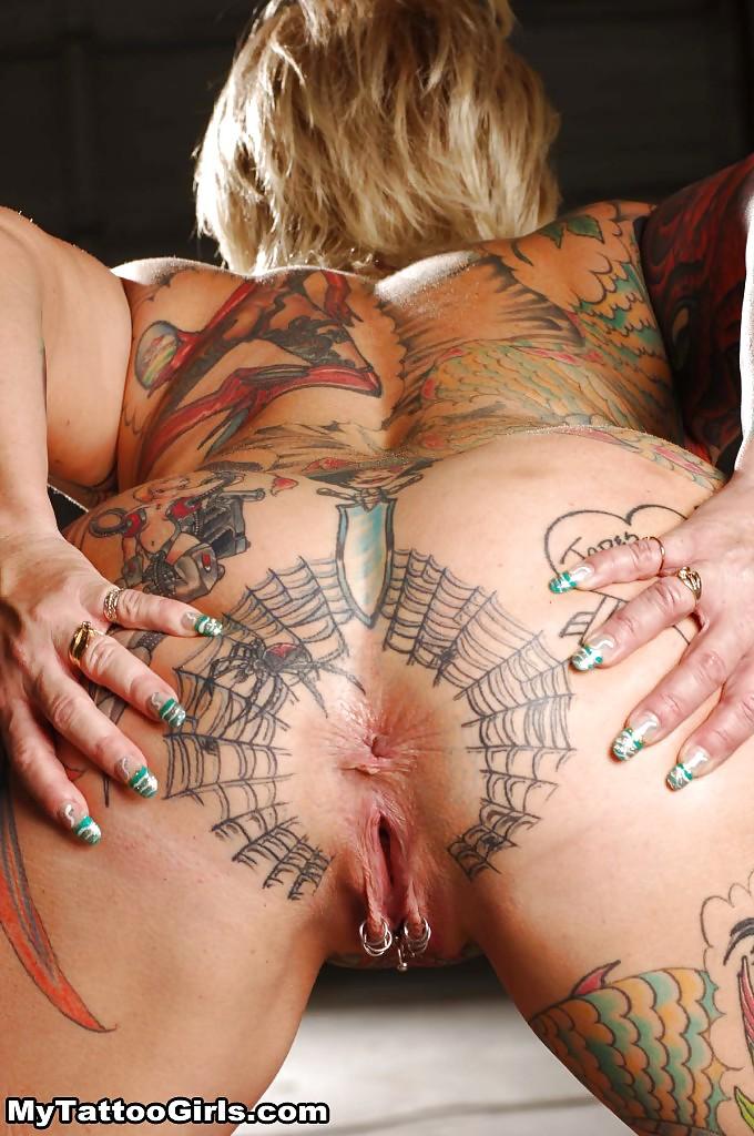 Попки порно актриса с татуировкой листка на левом плече большой групповой