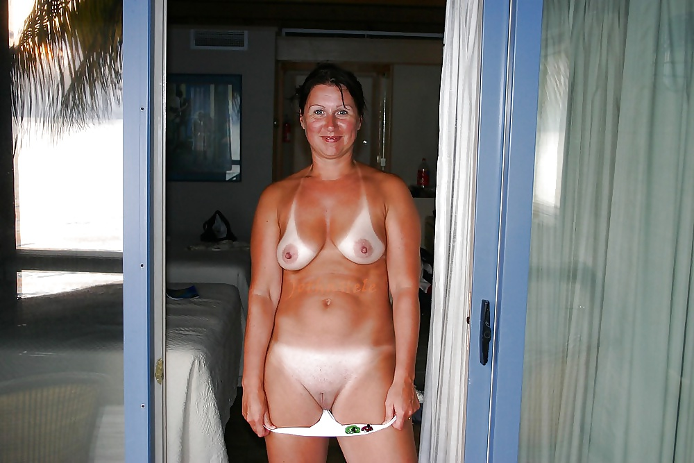 Amatuer naked wife outside