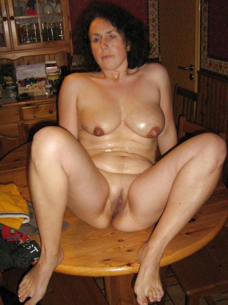 Mature Slut Loving To Show All - 40 Pics
