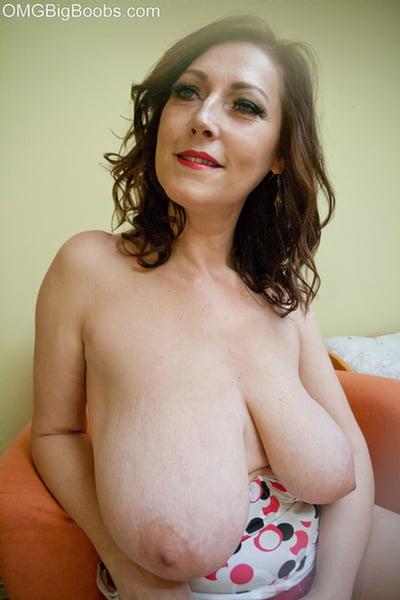 Huge tits brunette babe