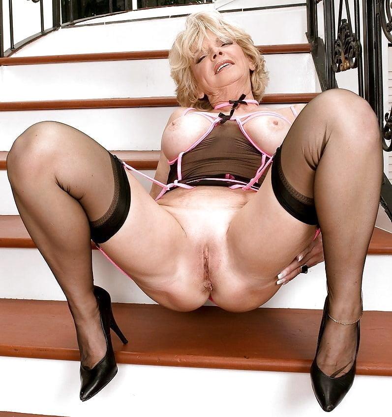 Эротика фото зрелых уход, расположенные голые толстые блядины фото
