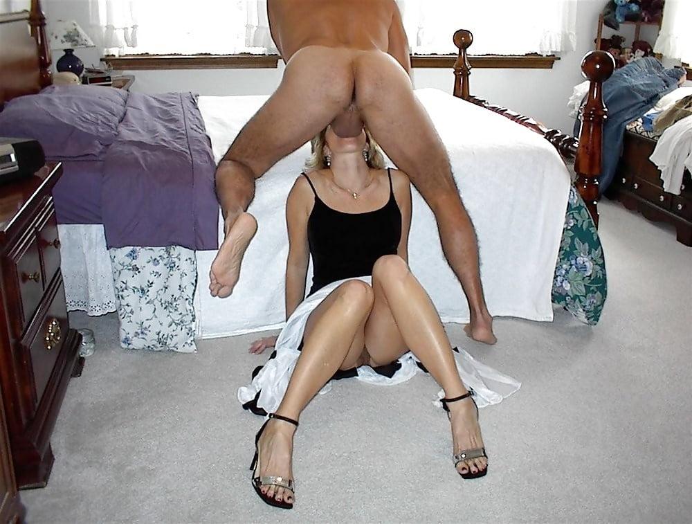 Порно пышка сидит на корточках трахает