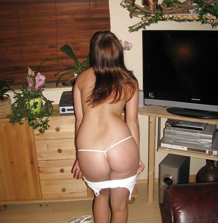 Girls fuck sexy girls naked in thongs flashers