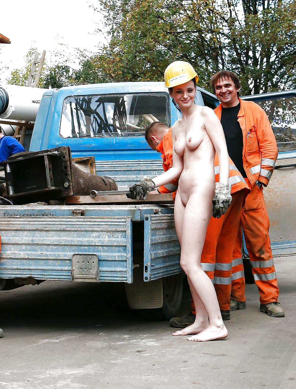 dirty-naked-construction-workers