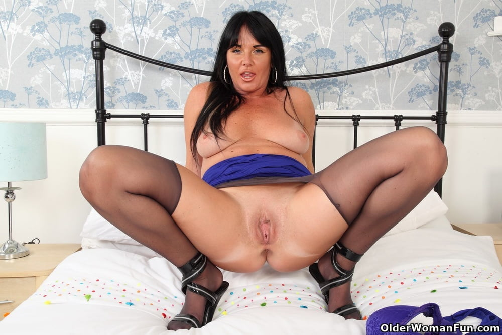 Leah from OlderWomanFun - 12 Pics
