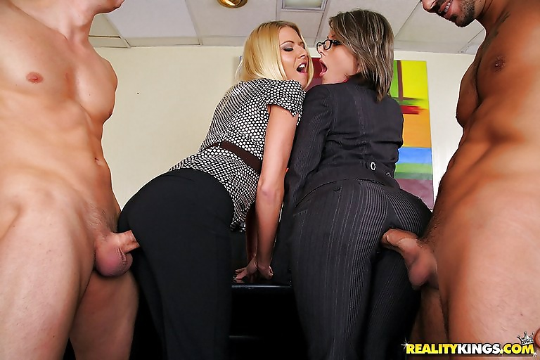Blonde In Latex Clothes Riley Evans Comes To Service Employer And His Tiava 1