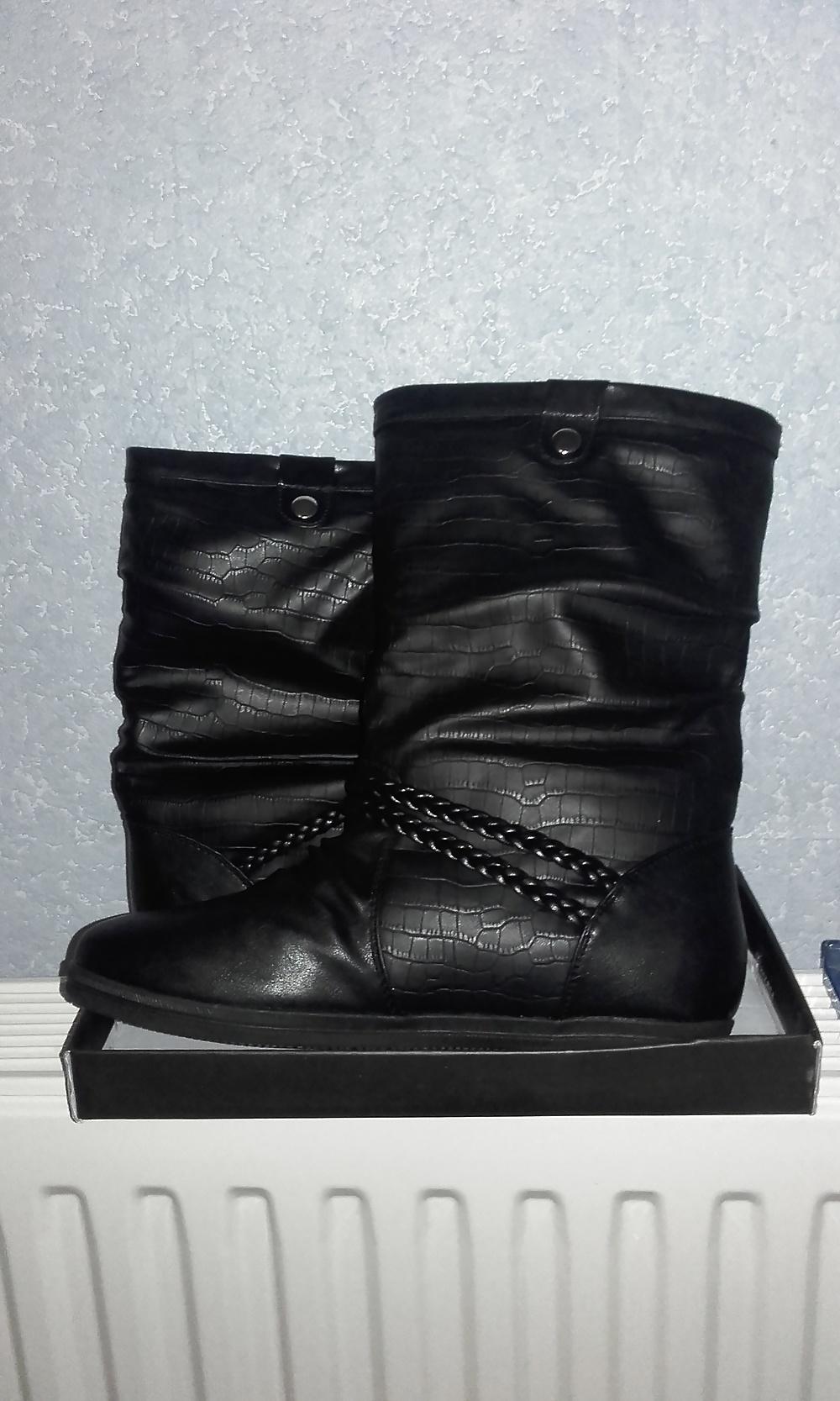 Salmon sisters rain boots